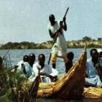 Современые папирусные лодки на озере Чад, Республика Чад, Африка, папирусные лодки на озере Титикака, Боливия, Южная Америка.
